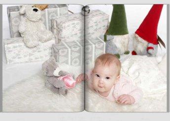 26 oldalas fotókönyv készítése meglévő papírképekről, filmről és digitális képekről