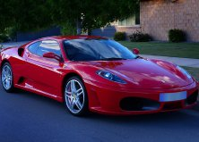 Ferrari F430 utcai vezetés
