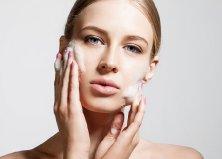 Hagyományos arctisztítás nőknek és férfiaknak 30 perc masszázzsal és gépi kezelésekkel